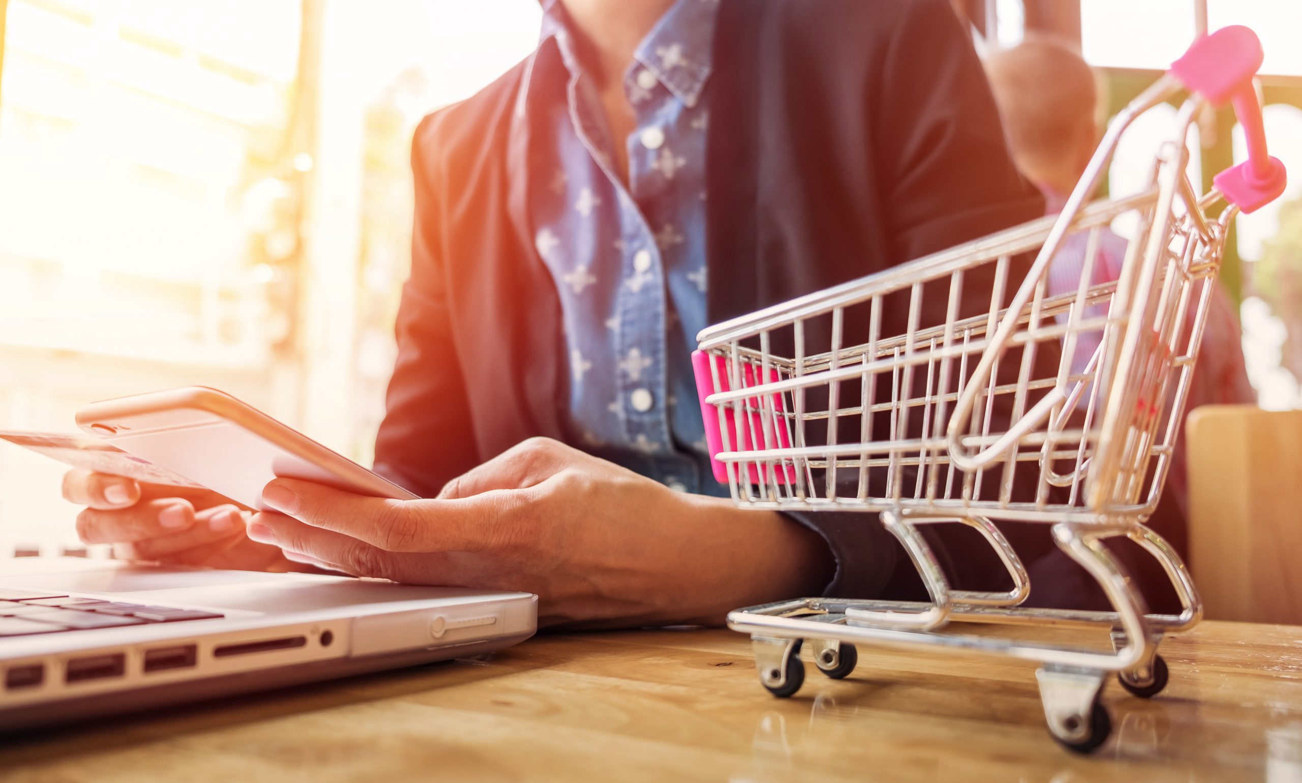 E-commerce en RetailMax y la importancia de satisfacer al consumidor digital.